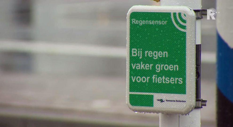 1280x700xRotterdam-traffic-lights-rain-sensor-cycle-lanes-Netherlands.jpg.pagespeed.ic.hMtBeyQcLo