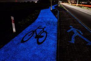 glow-in-the-dark-bike-path-poland-768x450